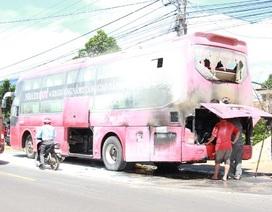 30 khách thoát chết trong gang tấc khi xe giường nằm bốc cháy