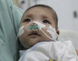Bé 3 tháng tuổi nguy kịch vì bệnh tim bẩm sinh