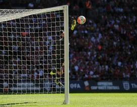 Pha cản phá tuyệt vời của Cech khiến CĐV Arsenal nức lòng