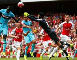 """Wenger từ chối đổ lỗi cho """"tội đồ"""" Petr Cech"""