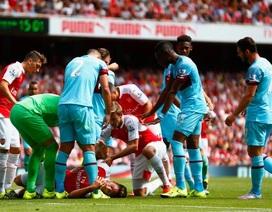 Cận cảnh pha va chạm mạnh, khiến Giroud bị ngất
