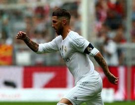 """Sergio Ramos tiếp tục """"xát muối vào lòng"""" MU"""