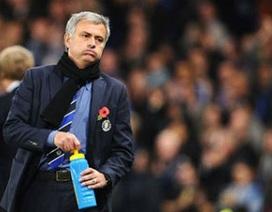 """Chelsea gây thất vọng lớn: Mourinho đã """"hết phép""""?"""