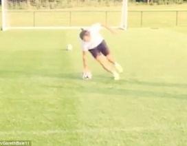 """Thử thách sút phạt đền """"siêu dị"""" của Gareth Bale"""