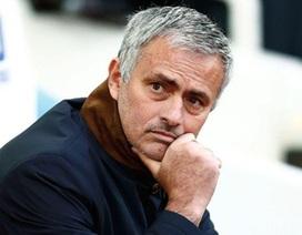 Chelsea là nhà vô địch khởi đầu tệ nhất Premier League