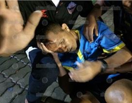 CĐV Thái Lan truy sát, đánh vỡ đầu trọng tài