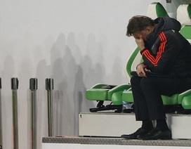 """Trọng tài bẻ còi tước bàn thắng của MU, Van Gaal """"nổi điên"""""""