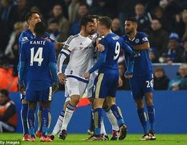 Diego Costa chế giễu hàng thủ Chelsea, gây gổ với Vardy