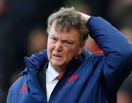Nhìn Van Gaal, nhớ tới Mourinho
