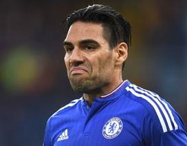 """""""Bom xịt"""" Falcao ngốn tiền của Chelsea khủng khiếp như thế nào?"""