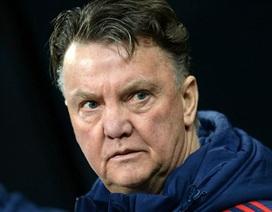 """Van Gaal đau đớn vì MU """"ném đi"""" chiến thắng"""