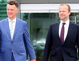 MU khủng hoảng: Không chỉ Van Gaal có lỗi!