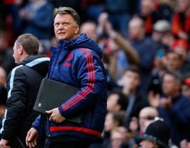 Van Gaal thừa nhận nguy cơ bị sa thải kể cả giành danh hiệu