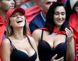 Hai nữ cổ động viên Albania gây sốt bởi vẻ đẹp bốc lửa tại Euro 2016