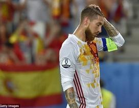 """Iniesta: """"Sergio Ramos đã giành quả đá phạt đền của tôi"""""""