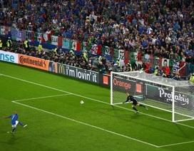 Tuyển thủ Italia trở thành trò cười với cú sút penalty thảm họa