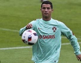 """Stoichkov: """"C.Ronaldo nhận Quả bóng vàng nhờ… đẹp trai"""""""