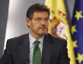 Barcelona bị chỉ trích vì ủng hộ Messi vụ trốn thuế