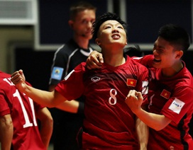 Đội tuyển futsal Việt Nam ăn mừng sau chiến tích trước Guatemala