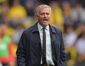 HLV Mourinho tức điên với trọng tài sau thất bại của MU