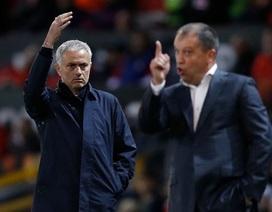 """Mourinho: """"MU đang bị đầu độc"""""""