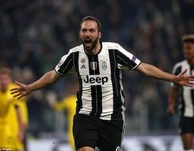 Higuain rực sáng, Juventus giành vị trí đầu bảng