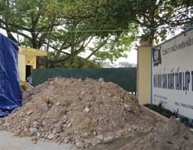 Dân đổ đất lấp cổng nhà máy, tố gây ô nhiễm