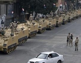 Quân đội Ai Cập điều xe thiết giáp trấn áp biểu tình
