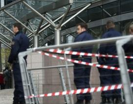 Pháp truy tìm kẻ nổ súng ở thủ đô Paris