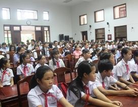 Hơn 500 suất học bổng khuyến học đến với học sinh đạt thành tích xuất sắc