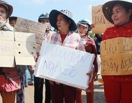 """Tiểu thương giăng băng rôn """"cứu dân nghèo"""" phản đối chợ mới"""