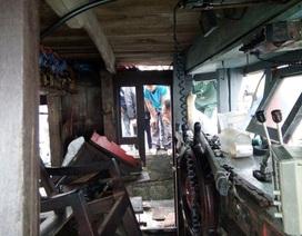 Tàu cá bất ngờ phát nổ, 9 người bị thương