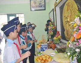 Học sinh Huế thành kính làm lễ ngày giỗ tổ vua Hùng