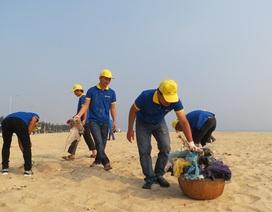 1.500 đoàn viên Huế ra quân làm sạch biển sau đợt cá chết bất thường