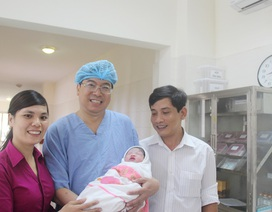 Bé gái mang thai hộ đầu tiên chào đời tại Huế