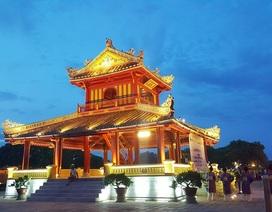Phu Văn Lâu tỏa vẻ đẹp rực rỡ trong đêm