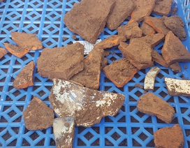 Đào được các mảnh gạch, sành sứ, tiền xu... tại 3 hố khảo cổ tìm lăng mộ Vua Quang Trung