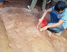 Khảo cổ tìm dấu tích Tây Sơn/Quang Trung: Phát hiện dấu tích một nền đá