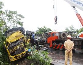 3 xe tải, container đâm nhau kinh hoàng, một người tử vong