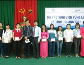 Đại học Sư phạm Huế hỗ trợ 243 sinh viên vùng lũ Quảng Bình, Hà Tĩnh