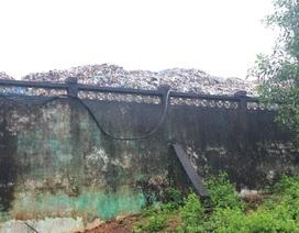 Bãi rác quá tải, hàng nghìn tấn rác tồn đọng không thể xử lý