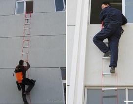 Ám ảnh cháy chung cư, dân Hà Nội chi tiền triệu mua thang dây, balo thoát hiểm