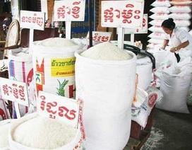 """Cách một con sông nhưng gạo Việt """"thua trắng"""" gạo Campuchia"""