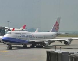 Xe chở hành lý đâm rách cánh máy bay tại sân bay Tân Sơn Nhất