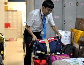 Nhân viên vệ sinh trả lại gần 1 tỷ đồng nhặt được trên máy bay