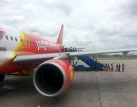 Nam hành khách gây rối trên máy bay, đòi... vào nhà vệ sinh