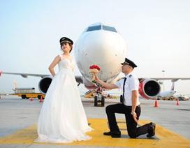 """Ngất ngây với bộ ảnh cưới """"độc nhất vô nhị"""" của cặp đôi phi công"""