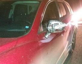 Ô tô liên tiếp bị ném đá trên cao tốc Hà Nội - Hải Phòng