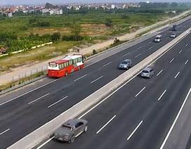 Xe khách lao ngược chiều trên cao tốc Hà Nội - Hải Phòng vì... đi lạc!