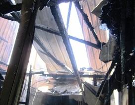 Cháy lớn chiều cuối năm, 3 căn nhà bị thiêu rụi